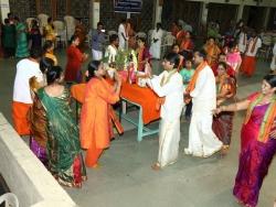 Gummi Pradakshina, vetti valapu song (10)