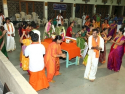 Gummi Pradakshina, vetti valapu song (8)
